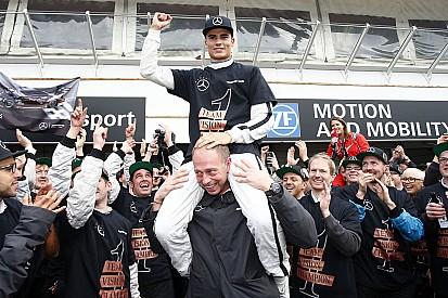 فيرلاين يصبح أصغر سائق في التاريخ يحقق لقب بطولة السيارات السياحية الألمانية