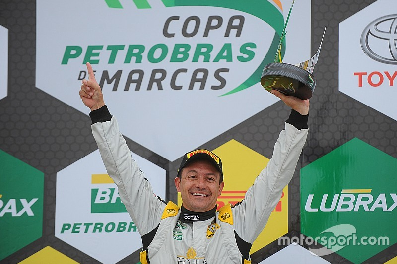 Sem concorrência, Carbone leva segunda corrida do Marcas