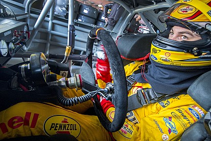 Joey Logano s'impose au Kansas