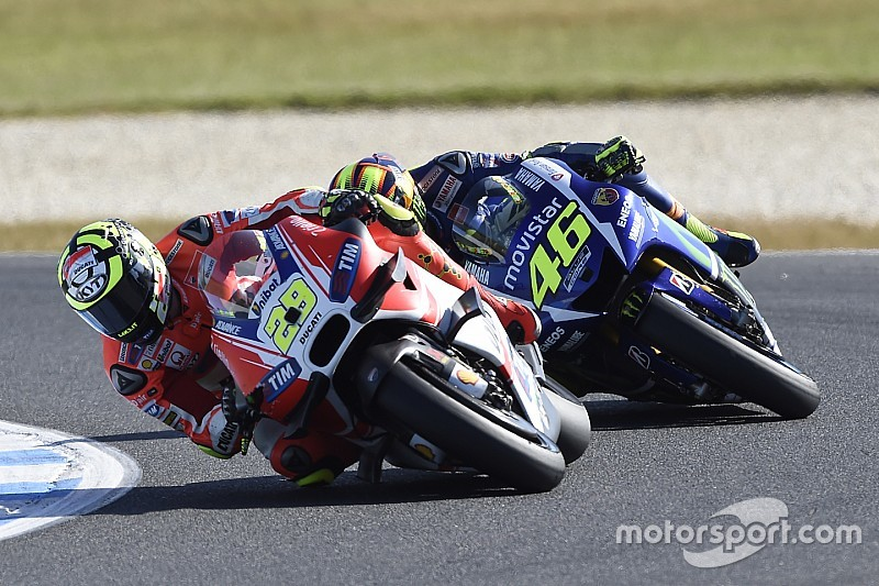 """Stupid"" Iannone haters ""not my real supporters"" - Rossi"