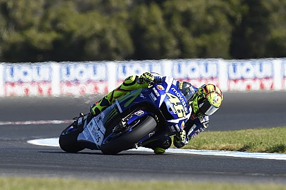 """Valentino attacca Marquez: """"Corre per Lorenzo!"""""""
