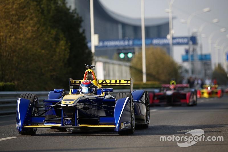 Buemi é pole em Pequim; atual campeão, Piquet larga em último