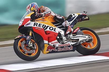 MotoGP Maleisië: Pedrosa wint, controversiële touché tussen Rossi en Marquez