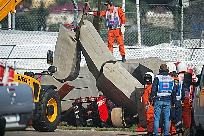 Crash Sainz: ha rallentato da 153 km/h a 0 in 4 metri!