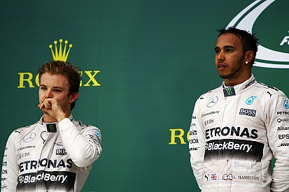 "Mercedes promete ""duelo livre"" entre Hamilton e Rosberg"