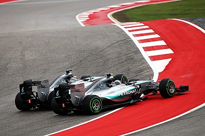 Hamilton insiste que não foi agressivo na primeira curva