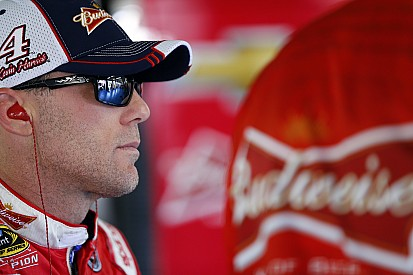 "Harvick not going to ""throw stones"" at fellow drivers who criticized him"