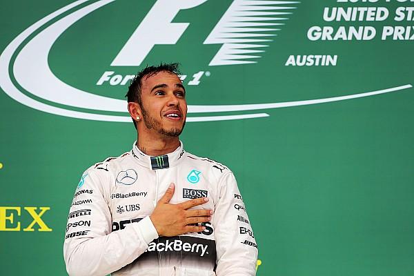 Hamilton celebra vitória 'estilo Senna':