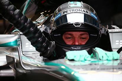 Em treino marcado por rodadas, Rosberg é líder no México