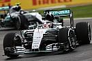 Lewis Hamilton rijdt op ijs: 'Bizar glad'