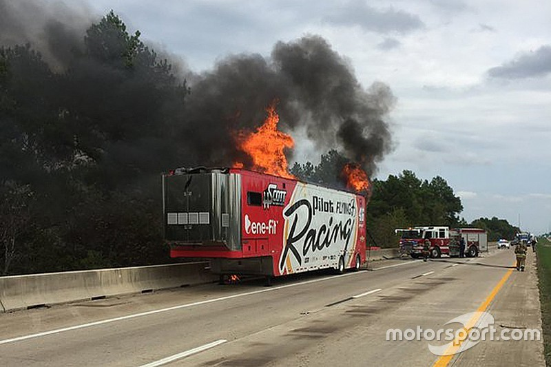 Incendie du camion HScott Motorsports NASCAR