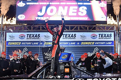 Erik Jones extends points lead with Texas win