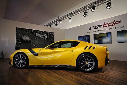 """فيراري تطلق سيارتها الرياضية الخارقة """"أف 12 تي دي أف"""" في موجيلو"""