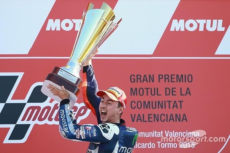 Rossi dá show em Valência, mas título fica com Lorenzo