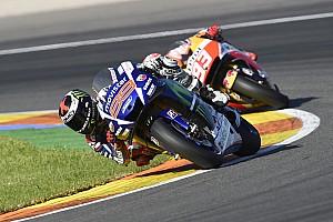 MotoGP Résumé de course Course - Lorenzo et Rossi font le show pour la finale!