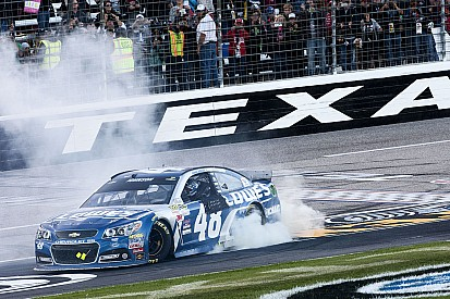 Jimmie Johnson completa su dominio en Texas