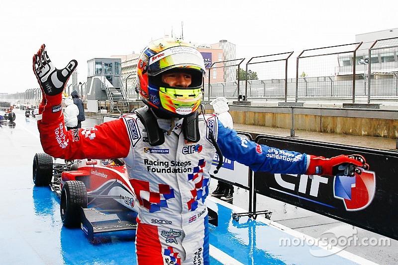 بارنيكوت يضمن مقعداً له مع فريق بريما في بطولة الفورمولا 3