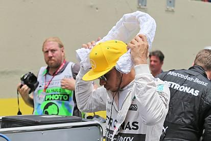 Em 2º de novo, Hamilton critica estratégias iguais da Mercedes
