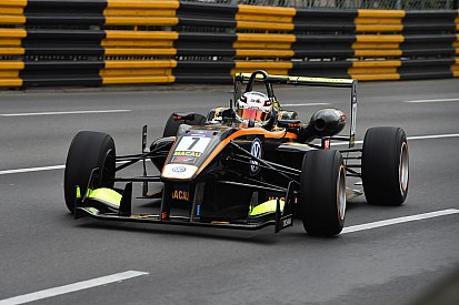 Macau GP: Giovinazzi leads first practice