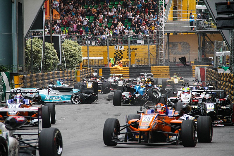 Juncadella just a passenger in dramatic Macau GP clash