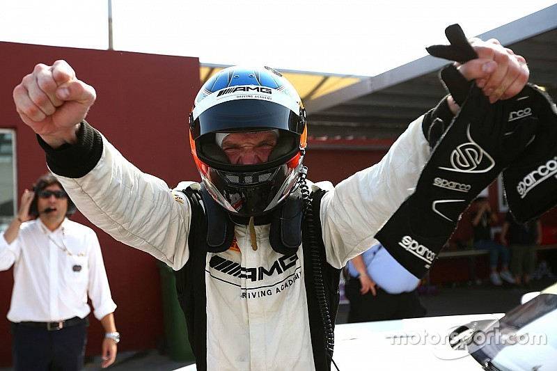 Engel schrijft chaotische FIA GT World Cup in Macau op zijn naam