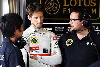 Grosjean troca câmbio e larga na última fila