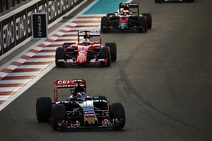 """Verstappen recebe pontos na licença e fica perto de """"gancho"""""""