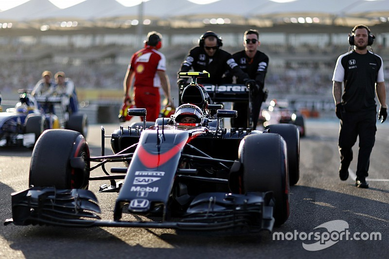 Dennis downplays sponsor exodus at McLaren