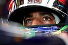 Ricciardo se lamenta y dice: