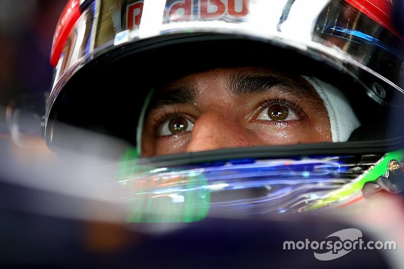 """Ricciardo se lamenta y dice: """"tenía esperanza de luchar por el título"""""""
