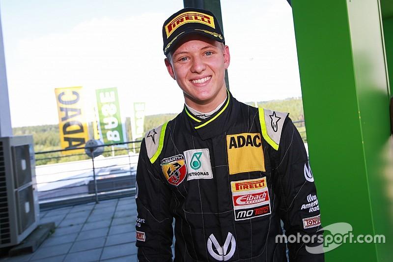 Stars and Cars in Stuttgart: Mick Schumacher gegen Nico Rosberg