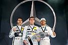 Hamilton e Rosberg são surpreendidos em desafio da Mercedes