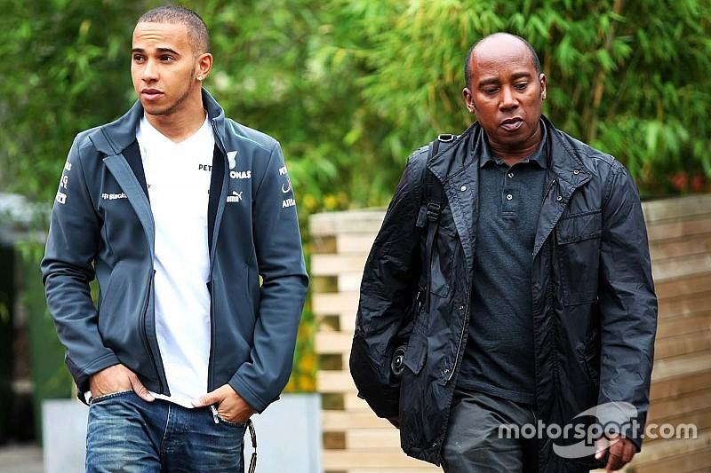 Hamilton revela primeira música e fala sobre relação com pai