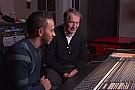 Hamilton muestra en TV su talento como compositor