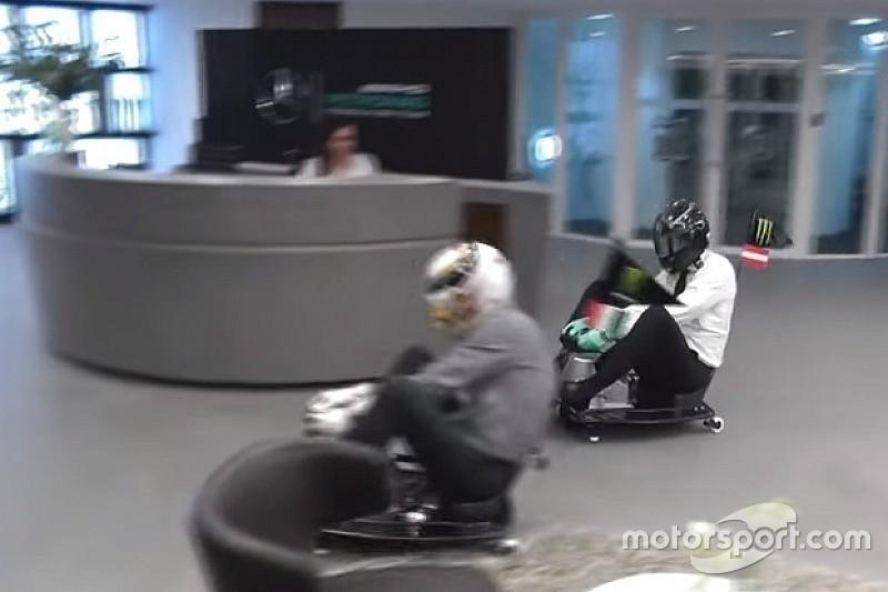 Mercedes ironiza Red Bull em corrida na recepção da equipe