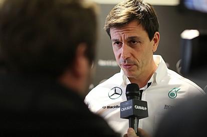 Wolff não aprova nova categoria de carros sem pilotos