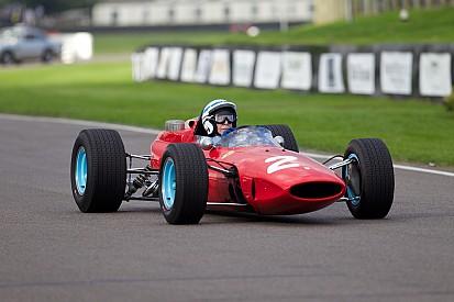 John Surtees é condecorado por carreira no automobilismo