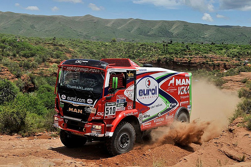 Dakar Trucks, Stage 4: De Rooy sets pace, Versluis passes Stacey for rally lead