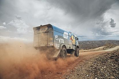 Dakar Trucks, Stage 7: Nikolaev heads Kamaz 1-2, Versluis takes lead