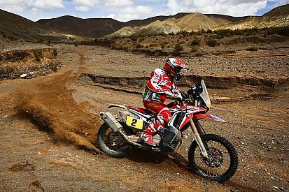 Goncalves keeps Dakar lead after stopping for injured Walkner