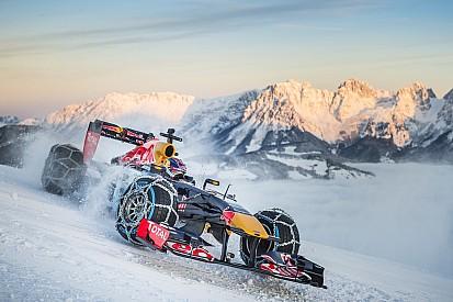 Max Verstappen sulle nevi di Kitzbuhel con la Red Bull