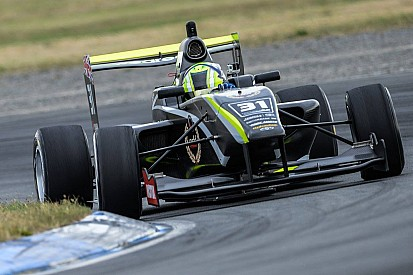 Ruapuna TRS: Norris beats Piquet to win chaotic Race 2