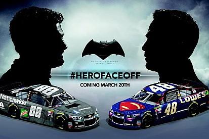 "Equipe promove ""Batman vs Superman"" na NASCAR"