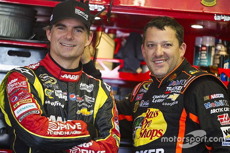 "Stewart: I'm not ""deserving"" of Jeff Gordon farewell treatment"