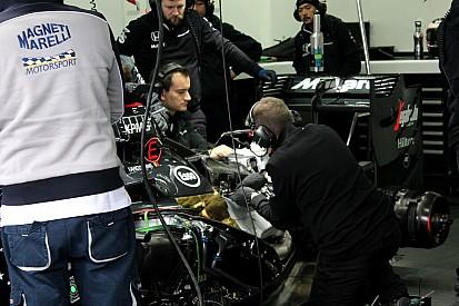 McLaren enfrenta problemas no 2º dia de testes na França