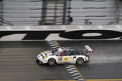 Les Porsche 911 RSR devancent les Prototypes sous la pluie !