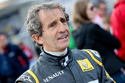 """Es favorito Mercedes, pero Ferrari puede vencerlos"", dice Prost"