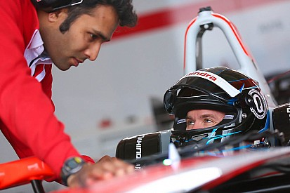 قرار مشاركة هيدفيلد في الفورمولا إي يعتمد على التجارب