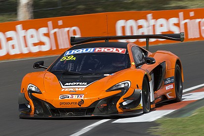 12 Ore di Bathurst: Pole da record per la McLaren