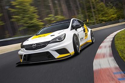 La Opel Astra TCR prosegue il programma di test